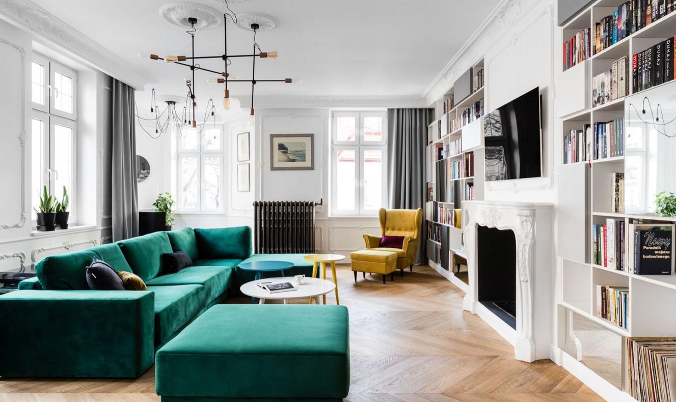 pokój dzienny w stylu białego glamour