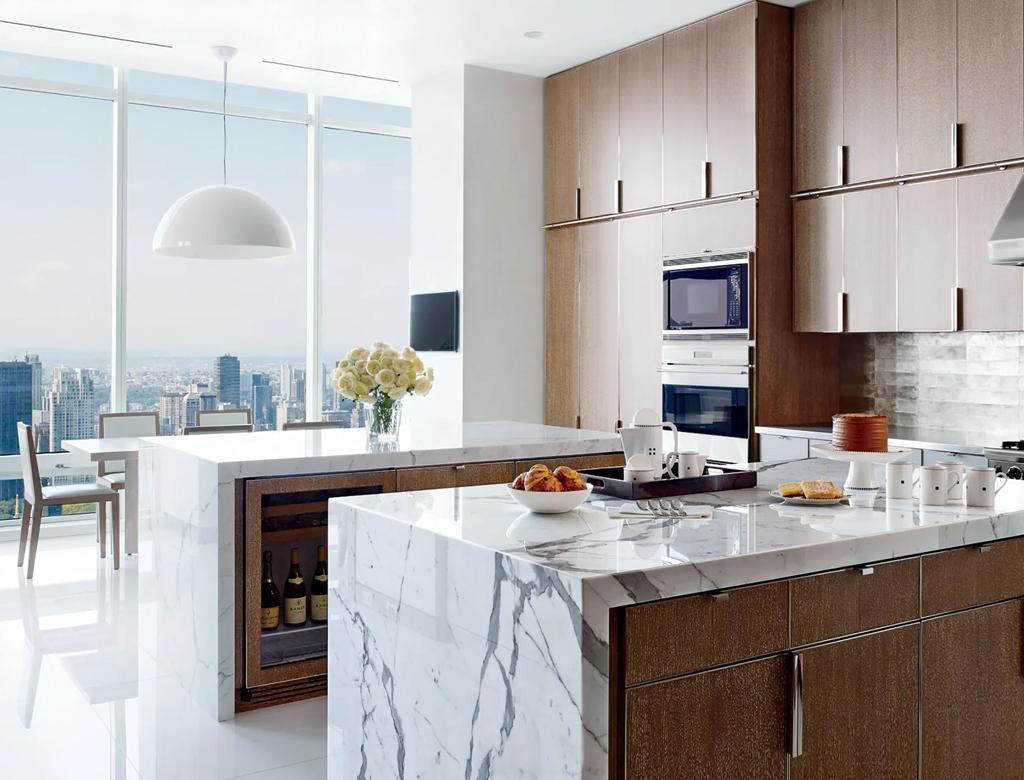 otwarta kuchnia połączona z jadalnią z widokiem na Manhattan | styl nowojorski w Imperium Wnętrz Kokotów 922